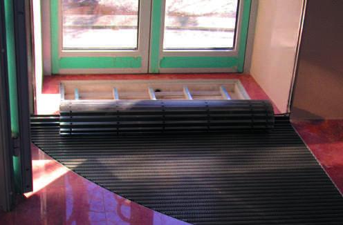 Грязезащитная решетка с очищающей вставкой из полиамидной Щетки