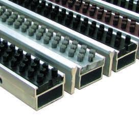 Придверная решетка на алюминиевом профиле вставки Щетка + Скребок